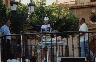 En el podio de una de las cuatro carreras que conseguí ganar en juveniles.