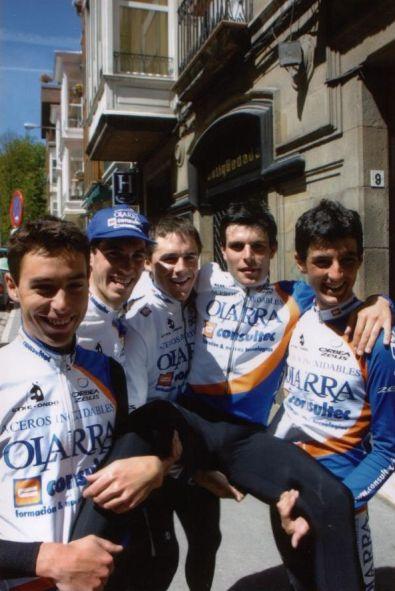 Con Urretxua, Koldo Fernández de Larrea, Irizar y Luengo tras ganar la Vuelta a Álava 2002.